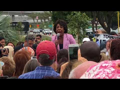 """Photo of Maxine Waters Calls for More Public Harassment of Trump Officials: """"God is on Our Side"""""""