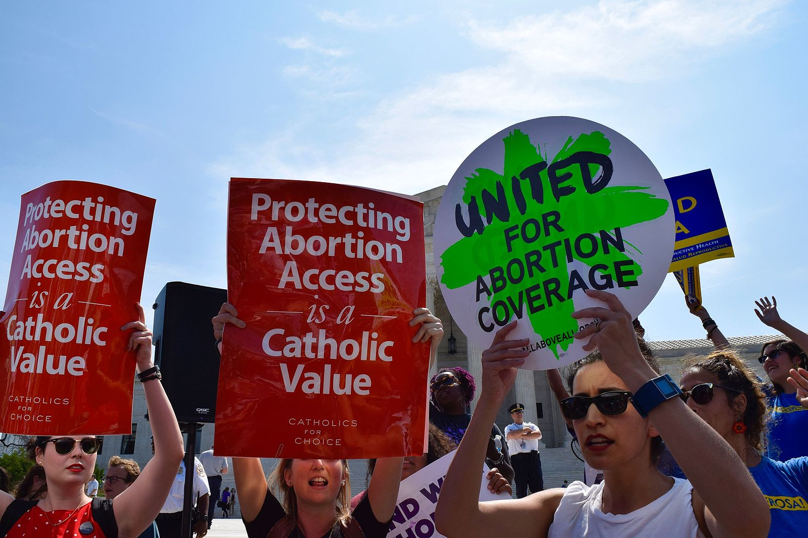 Photo of This Is America: 88% Of Democrats And 52% Of Republicans Want To Keep Roe v. Wade