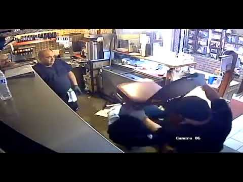 Photo of WATCH: Would-Be Robber Messes with the Wrong Restaurant Employees
