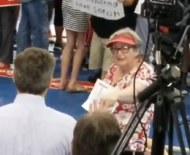 "Photo of CNN's April Ryan: ""Jim Acosta's Life Was In Jeopardy"" At Trump Rally"