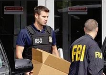 Photo of DOJ is investigating Clinton Foundation: federal agents load boxes into Boeing 757 at Little Rock Airport