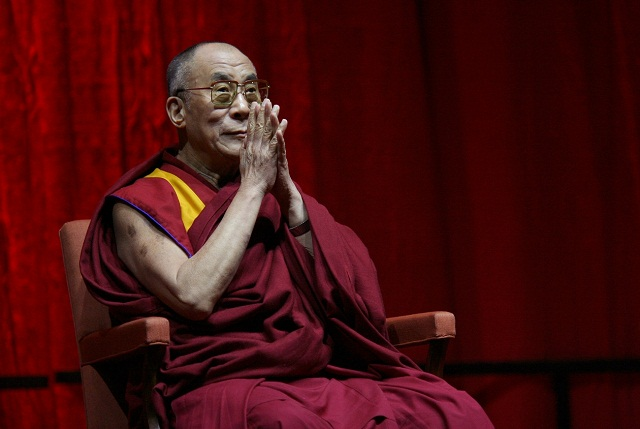 Photo of Dalai Lama Tells Migrants 'Europe Belongs to The Europeans'