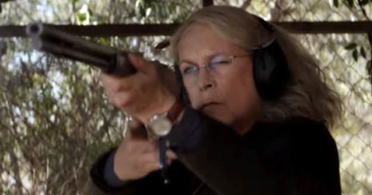 Photo of Gun Control Advocate Jamie Lee Curtis Becomes Icon For Armed Self Defense In New Movie