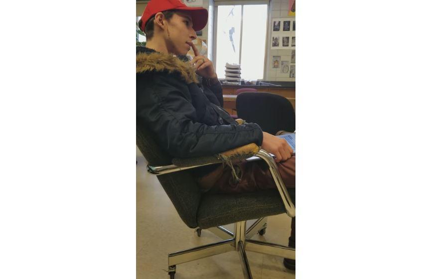 Photo of Watch: Teacher calls student an 'a__hole,' evacuates class over pro-Trump MAGA hat