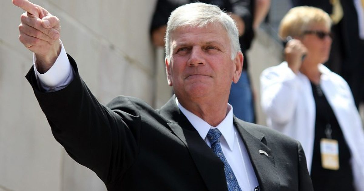"""Photo of Franklin Graham Warns That """"Our Country Could Begin To Unravel"""" If President Trump Is Removed From Office"""