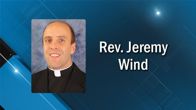 Photo of Iowa diocese protects priest who stripped naked in a mall and threatened to rape female parishioner