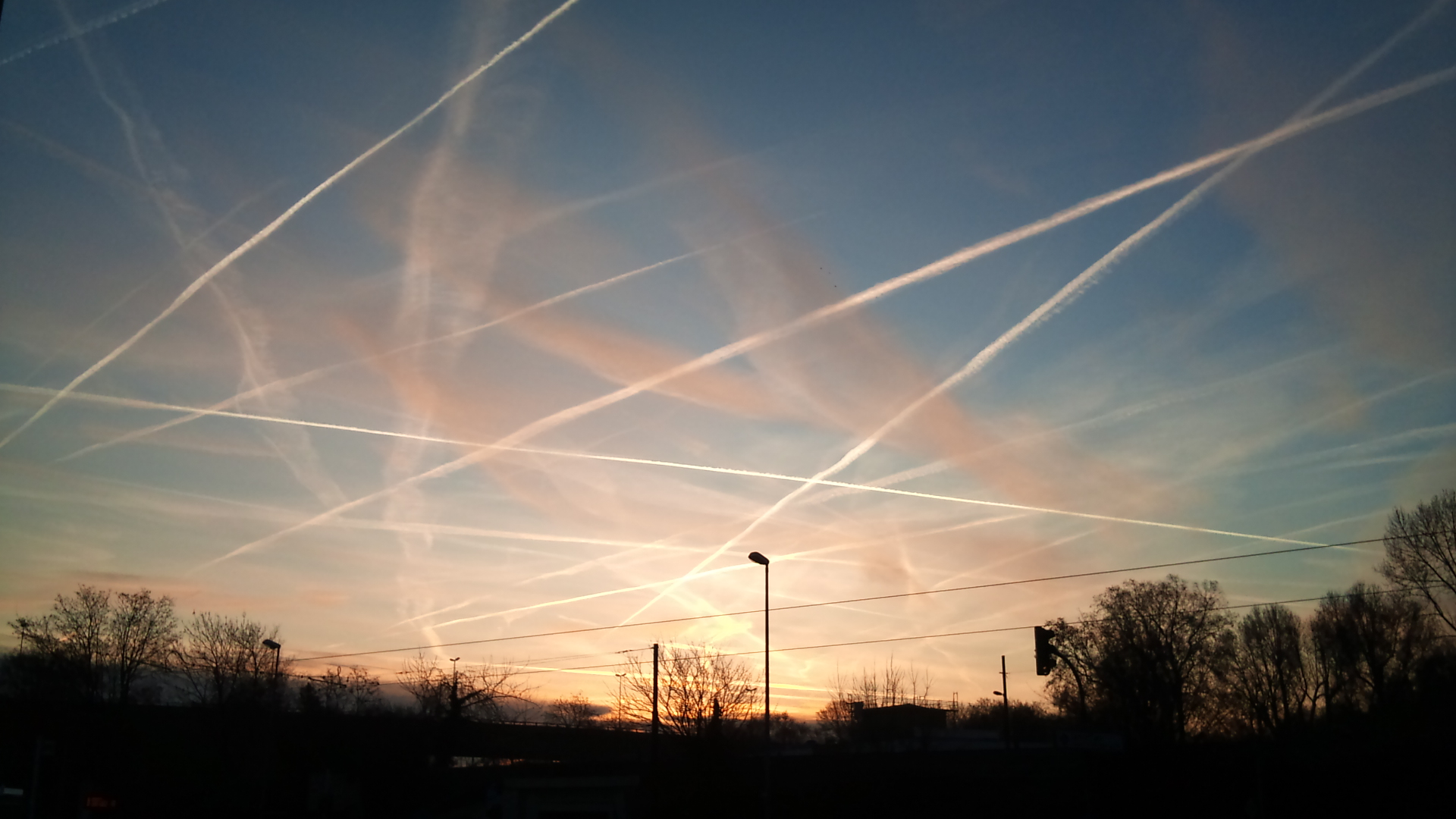 "Photo of After mocking ""chemtrails"" for over a decade, global elites suddenly announce geoengineering plan to ""dim the sun"" with aerial spraying"