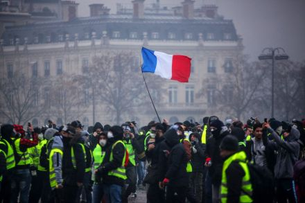 Photo of Limbaugh: Angry French Rioters Shout 'we want Trump'