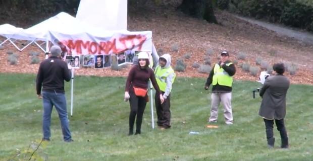 """Photo of """"Illegal Alien Caravan"""" Demands Sanctuary at Nancy Pelosi's House"""