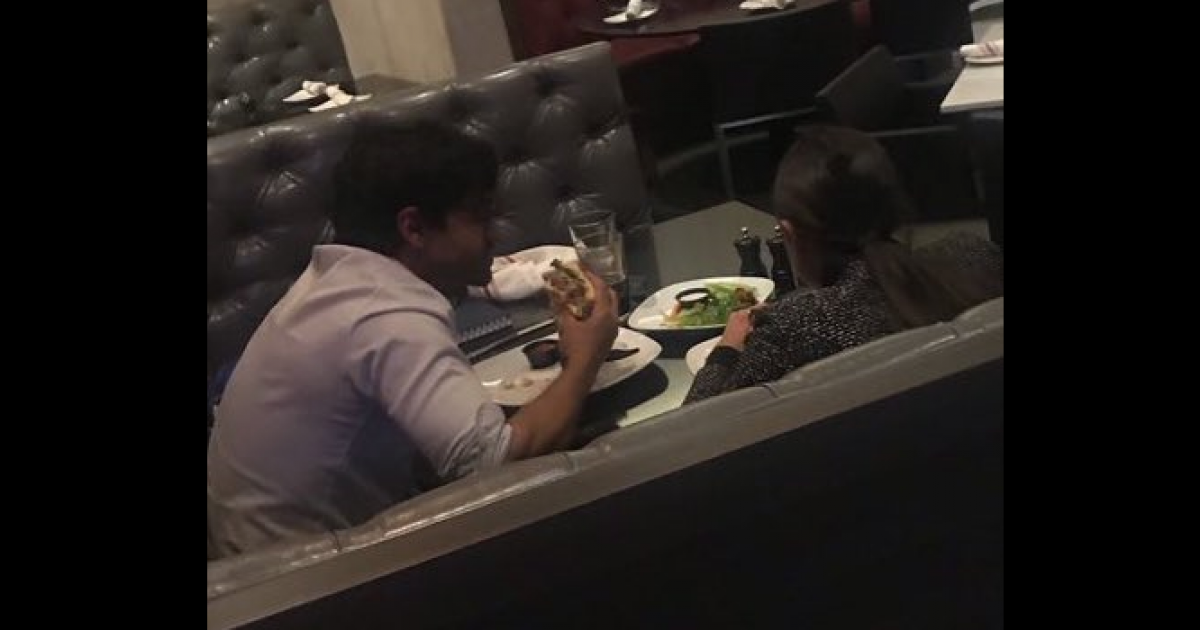 """Photo of Ocasio-Cortez Busted & Ego-Bruised — Throws Tantrum: """"The Boss"""" dines with Chief of Staff while he eats a planet-destroying hamburger"""
