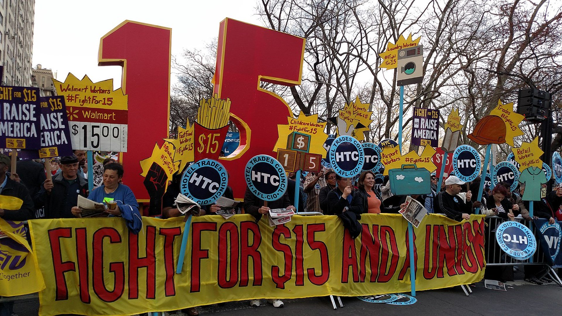 Photo of NYC Fast-Food Workers Stunned Some Are Being Fired after $15 Minimum Wage Hike