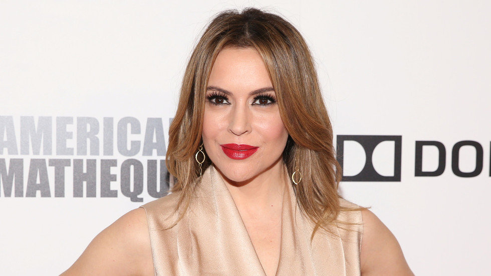 Photo of 'I'm trans. I'm an immigrant. I'm gay': Alyssa Milano identifies as everything at once, gets roasted
