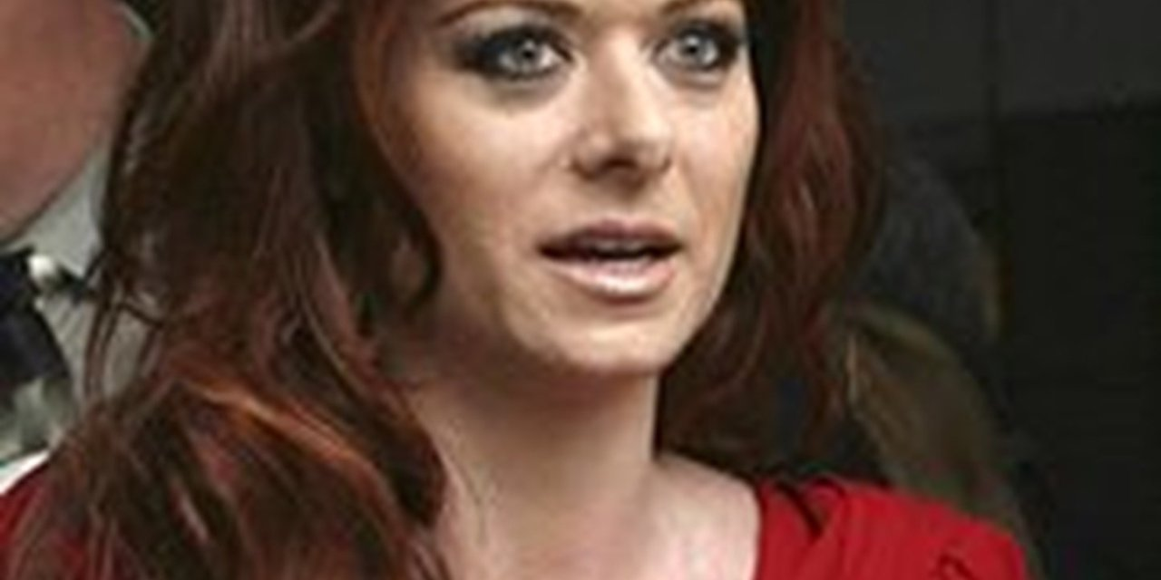 Photo of Liberal actress Debra Messing apologizes to men who identify as women for promoting the idea that women have vaginas