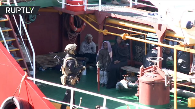 Photo of Migrants Hijack Cargo Ship That Rescued Them Off Coast of Libya