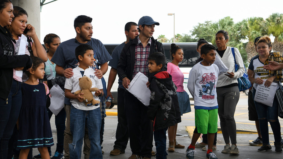 Photo of DNA tests show 30% of migrants stopped at US border are not related to 'their' children