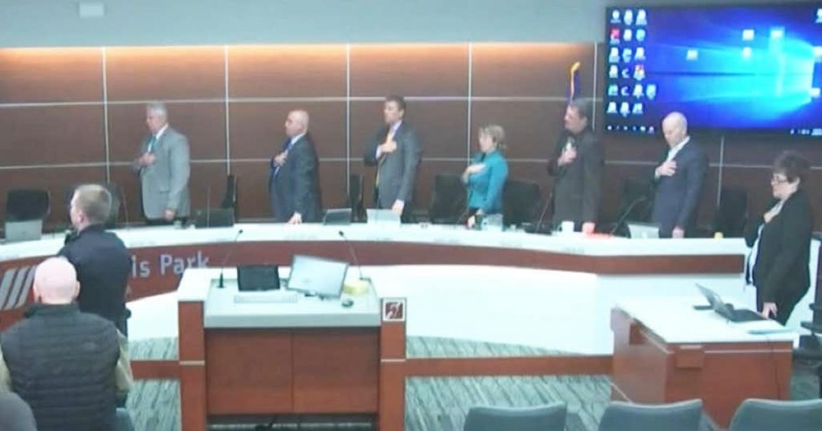 Photo of City Council in St Louis Park, MN Voted to Ditch Pledge of Allegiance …Then Backlash
