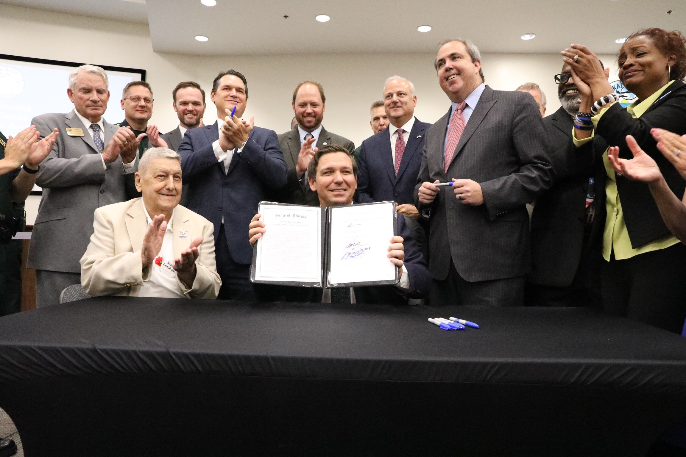 Photo of BOOM! Florida Governor Ron DeSantis Signs Law Banning Sanctuary Cities