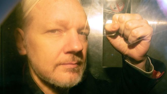 "Photo of Julian Assange Pleads from Prison: ""Please save my life"""
