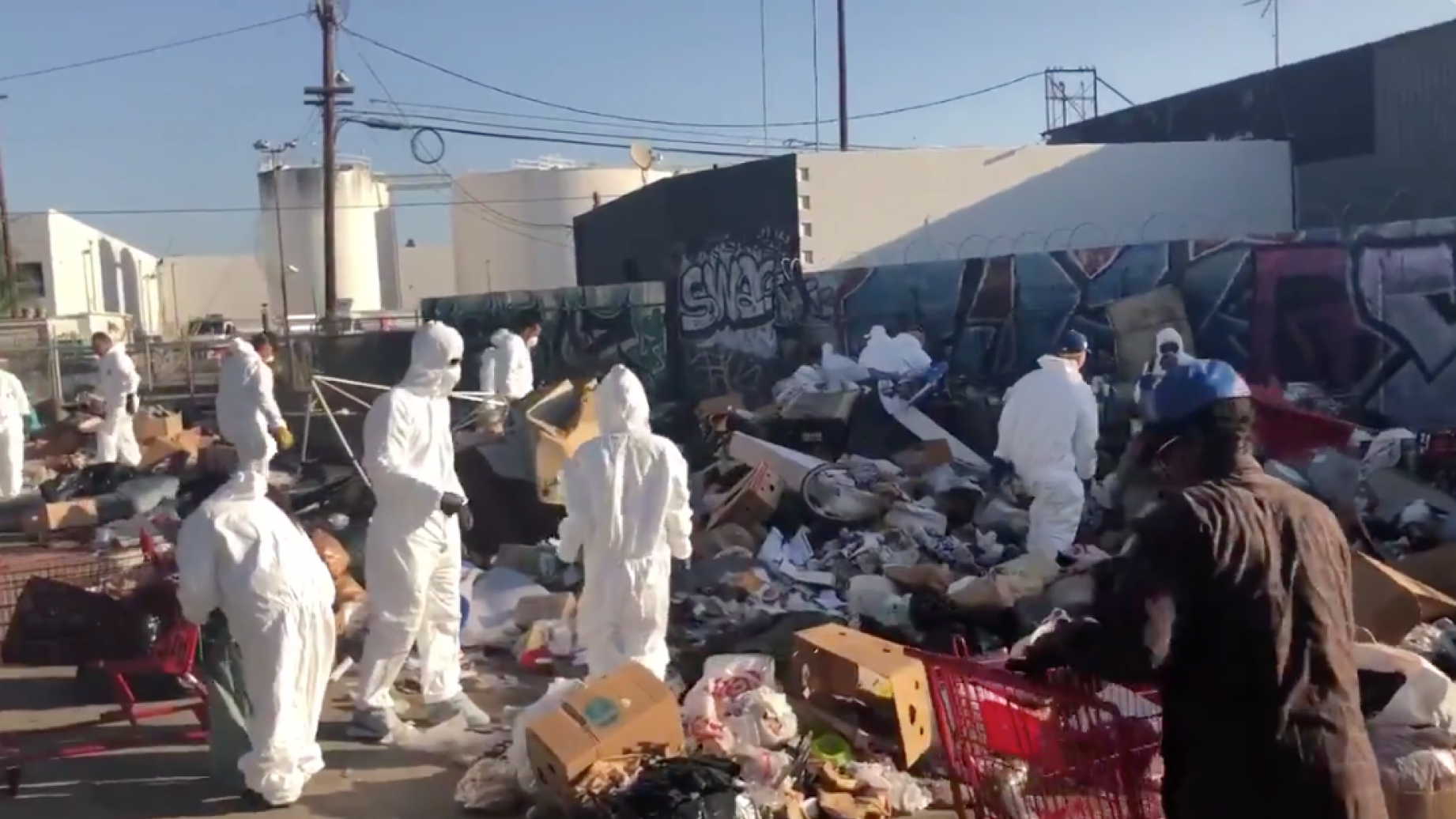 Photo of Conservatives Clean Up 50 TONS of Garbage in Los Angeles — Media Silent
