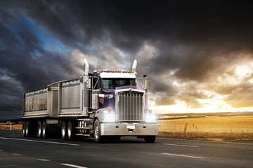 """Trucking """"BLOODBATH"""" Continues as 4,500 Truckers Lose Their Jobs"""