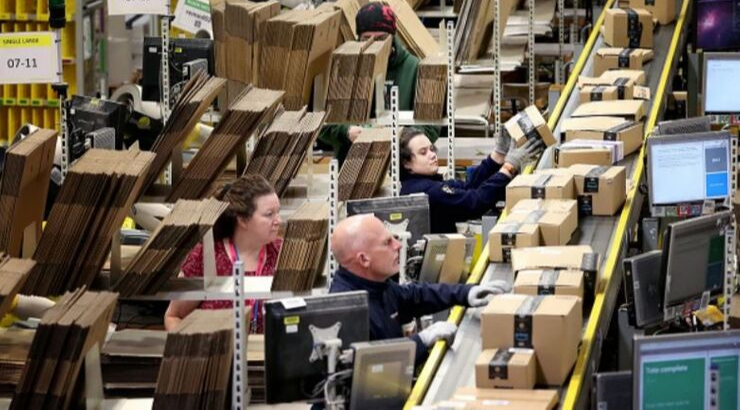Photo of Amazon Workers Protest After Woman Fired for Spending Extra Hour With Dying Relative