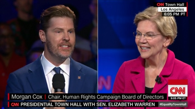 Photo of Fake News Plant? Elizabeth Warren Town Hall Questioner Was Maxed-Out Donor