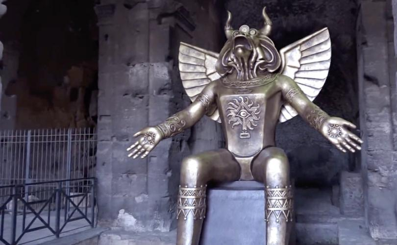 Photo of A Giant Statue Of Molech Has Been Put Up Right At The Entrance To The Colosseum In Rome