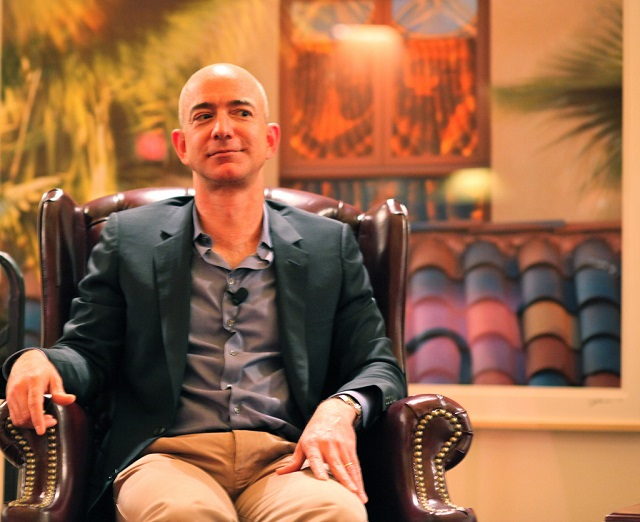 Photo of Report: Ghislaine Maxwell Was A Guest At Jeff Bezos' Secret Book Retreat in 2018, Two Prior Times