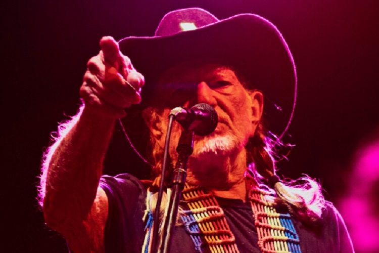 Photo of TRUTH BOMB: Willie Nelson Gives Up Marijuana for HEALTH REASONS