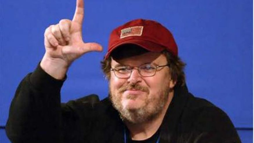 Photo of Michael Moore Gets Schooled after poorly-written tweet apologizing to Iran in Farsi