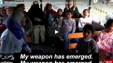 "Photo of WATCH Mothers sing with daughters about being terrorists: ""No force in the world can remove the weapon from my hand"""