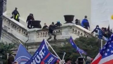 Photo of Video Shows Police Push Protester Off A Balcony At DC Capitol; Police Chief Admits 3 More Deaths In Addition to Ashli Babbitt