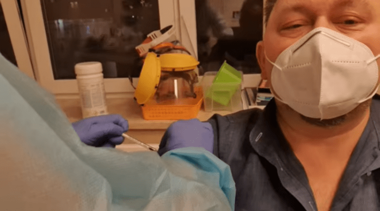 Doctor Mocks Anti-Vaxxers While Getting Experimental COVID Jab – Dies Days Later (Video)